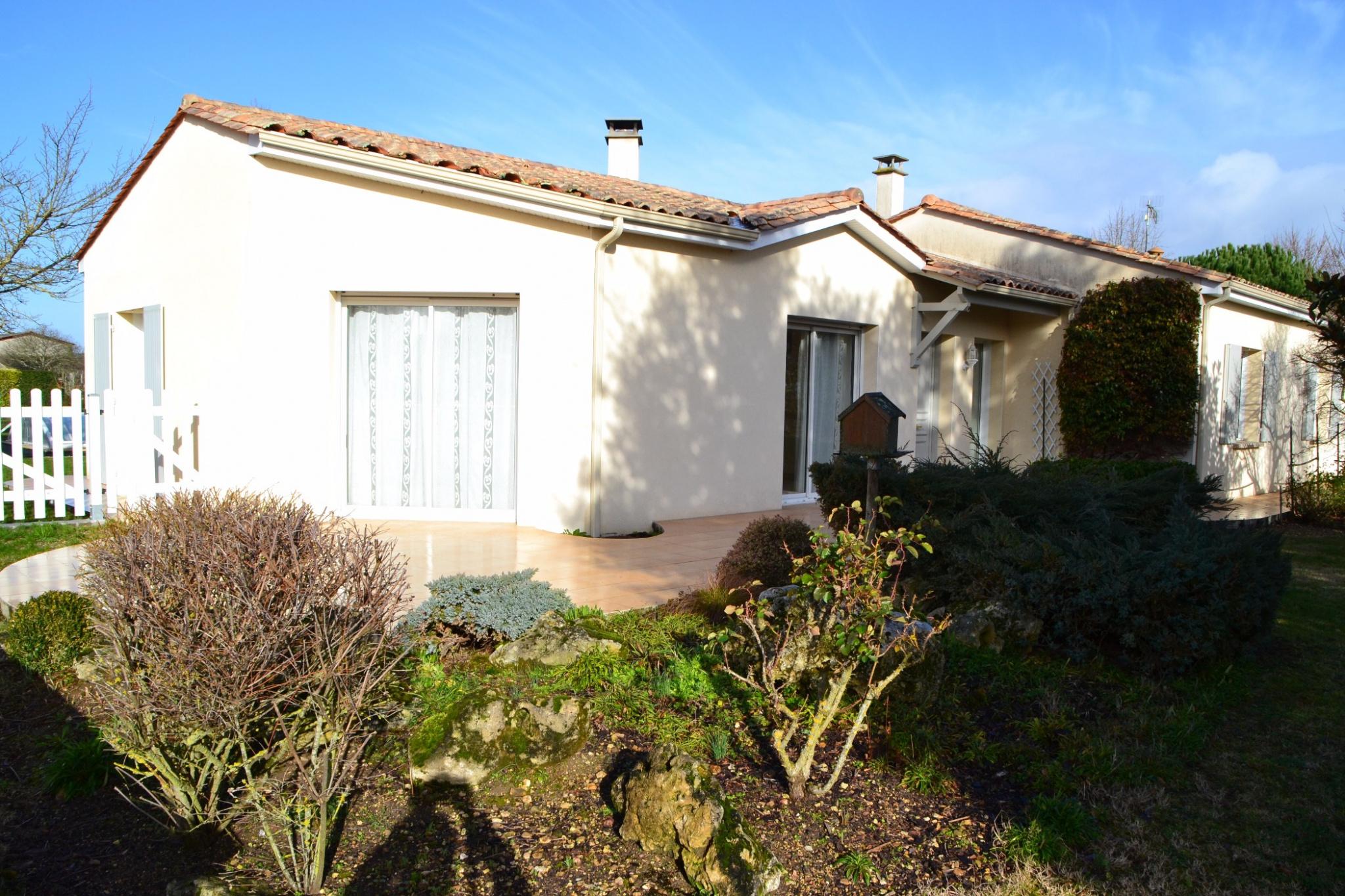 Annonce vente maison jonzac 17500 145 m 260 000 for Maison jonzac