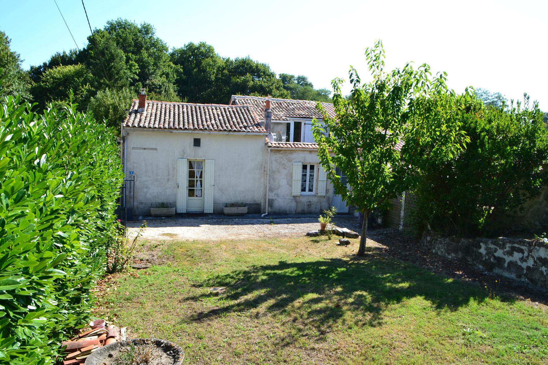 Annonce vente maison jonzac 17500 90 m 98 000 for Maison jonzac