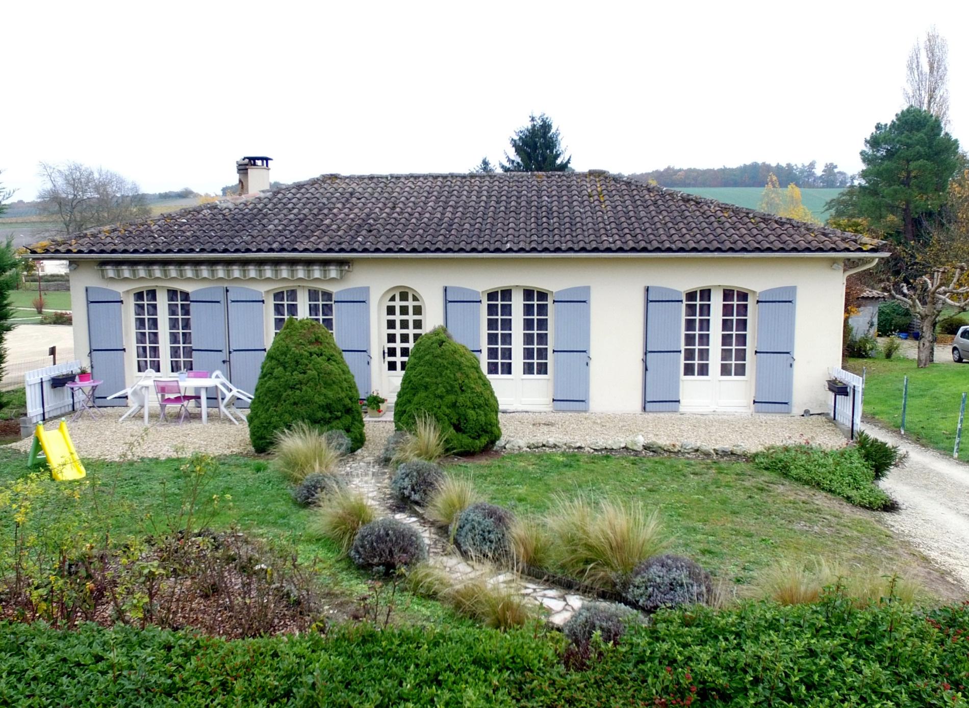 Annonce vente maison jonzac 17500 130 m 175 000 for Maison jonzac