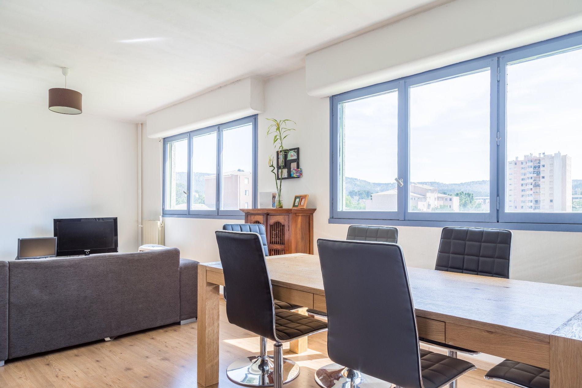 annonce vente appartement aubagne 13400 86 m 141 500. Black Bedroom Furniture Sets. Home Design Ideas