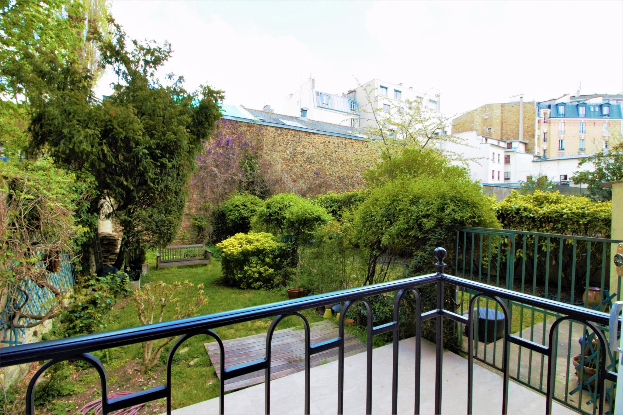 vente 2 Pièces en rez-de-jardin refait à neuf, proche métro ...